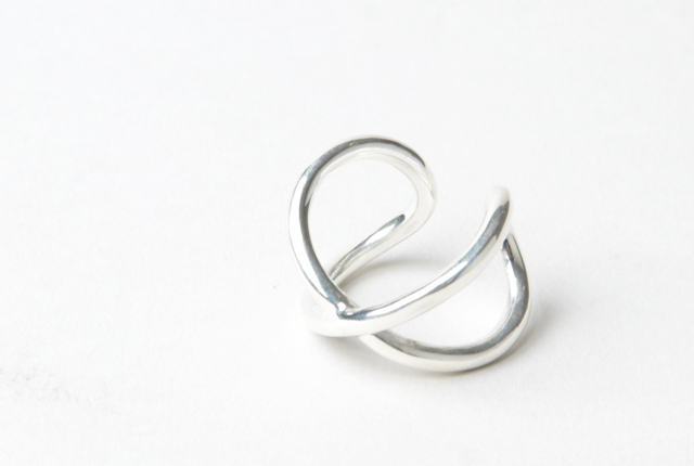 roundabout (ラウンダバウト) Silver Cross-Over Ring