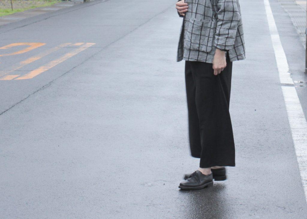 春のジャケット&パンツリラックススタイル