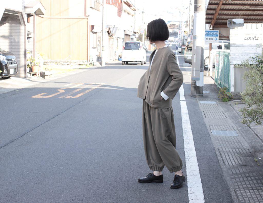 【NO CONTROL AIR】ノーカラーブルゾン × ギャザーパンツ