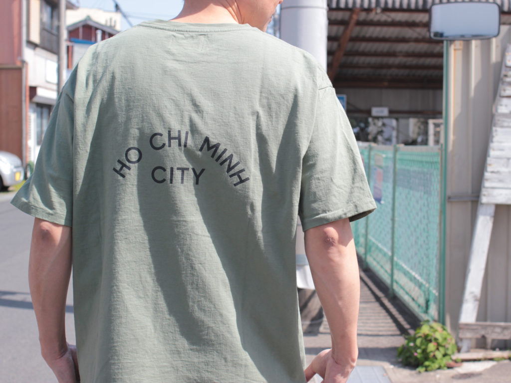 CAL O LINE (キャルオーライン) HO CHI MINH CITY T-SHIRT COMFORT FIT